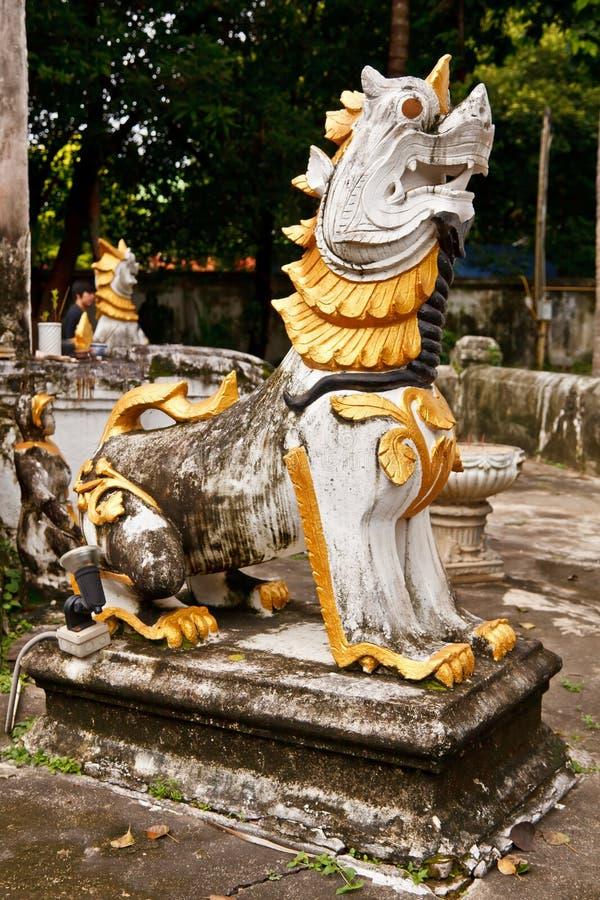 Statuemyanmar-Art singha lizenzfreie stockbilder