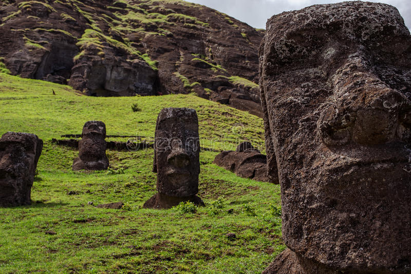 Statuen auf Isla de Pascua Rapa Nui Ostern-Insel Threesome stockfotos