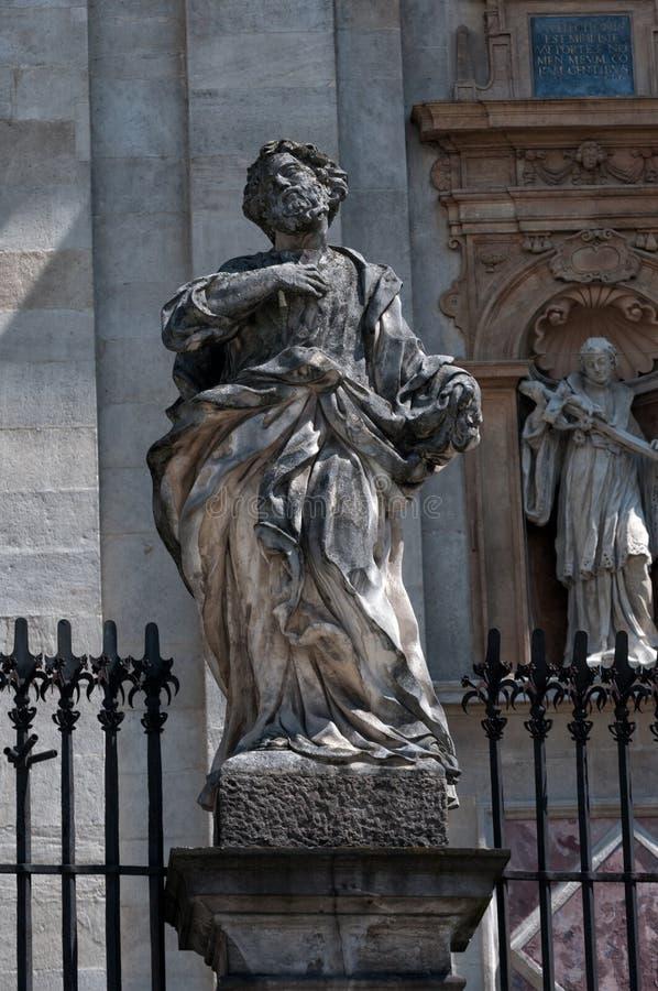 Statuen der zwölf Apostel in Krakau, an der Kirche Peter und St Paul lizenzfreies stockfoto
