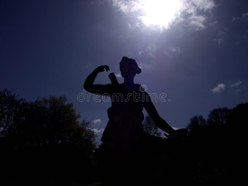 Statuen-Schattenbild lizenzfreies stockfoto