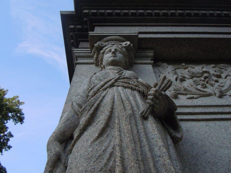 Statuenstatuettenfrauen-Sonderkommando cementery lizenzfreie stockfotografie