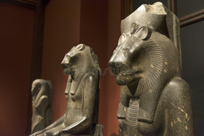 Statues à l'intérieur de la collection orientale égyptienne et proche du musée d'Art History, Vienne, Autriche images stock
