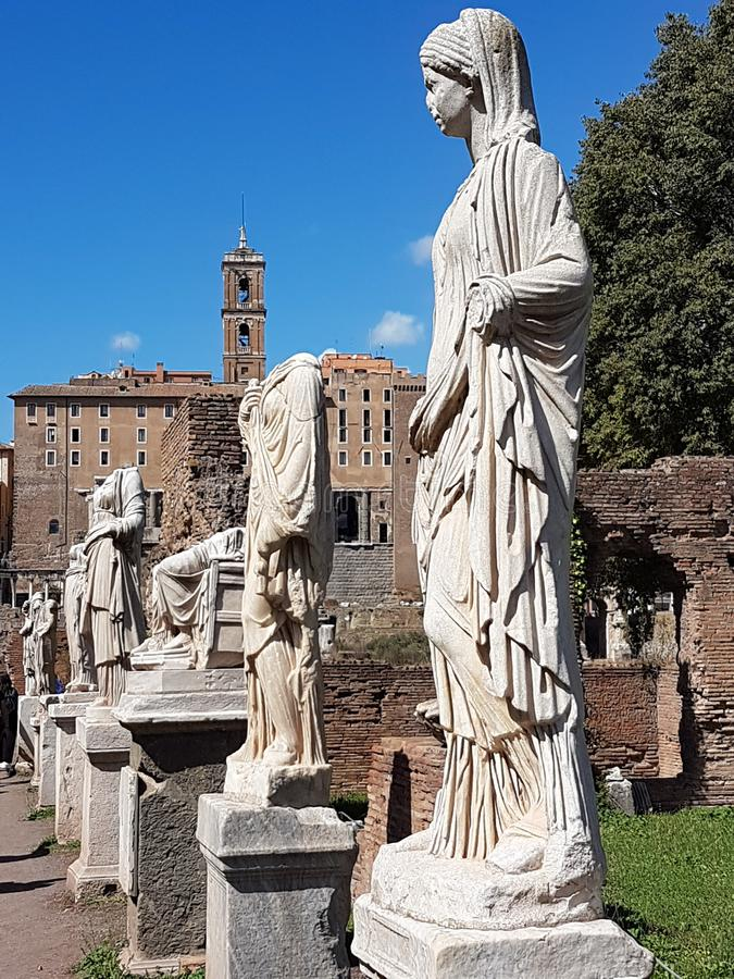 Statues chez Roman Forum images stock