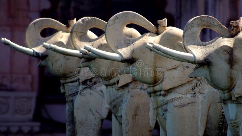 Download Statues d'éléphant photo stock. Image du indou, romantique - 45359034