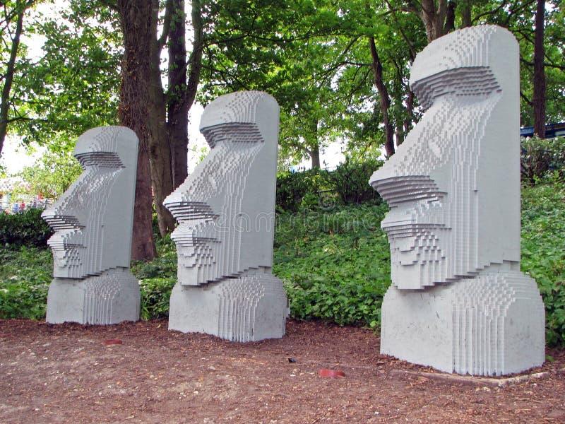 Statues d'île de Lego Pâques photographie stock libre de droits