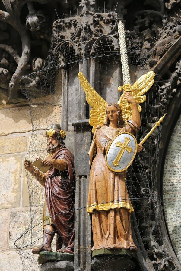 Statues d'ange et de philosophe photographie stock