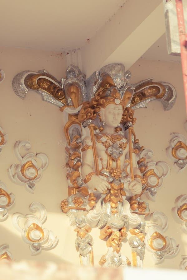 Statues d'ange sur les murs photo libre de droits