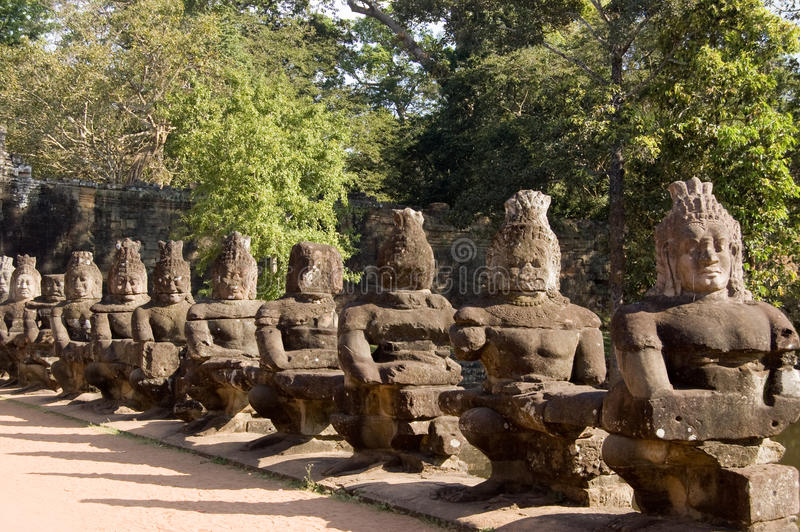 Statues d'Asura, porte est, Angkor Thom, Cambodge photo libre de droits