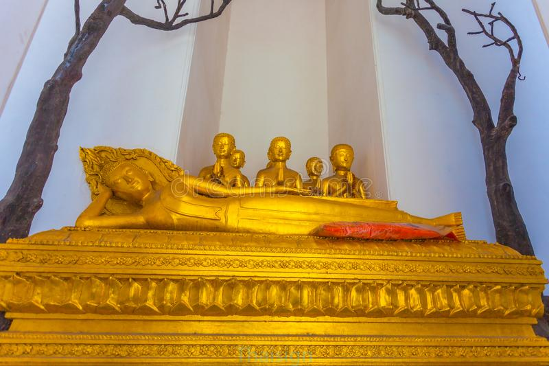 statues d'or de Bouddha sur la pagoda du wat Arun photo stock