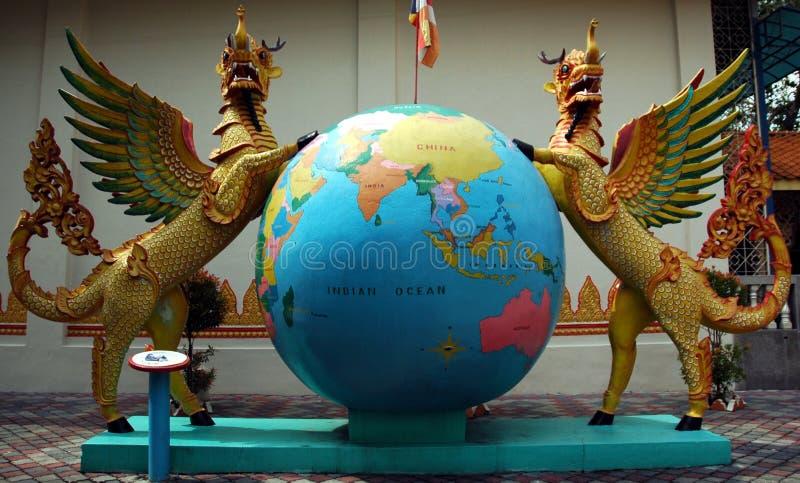 Statues dans le temple birman photographie stock libre de droits