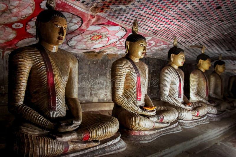 Statues de Bouddha dans le temple de caverne de Dambulla Le Sri Lanka photo libre de droits