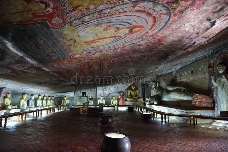 Statues de Bouddha dans le temple de caverne de Dambulla image libre de droits