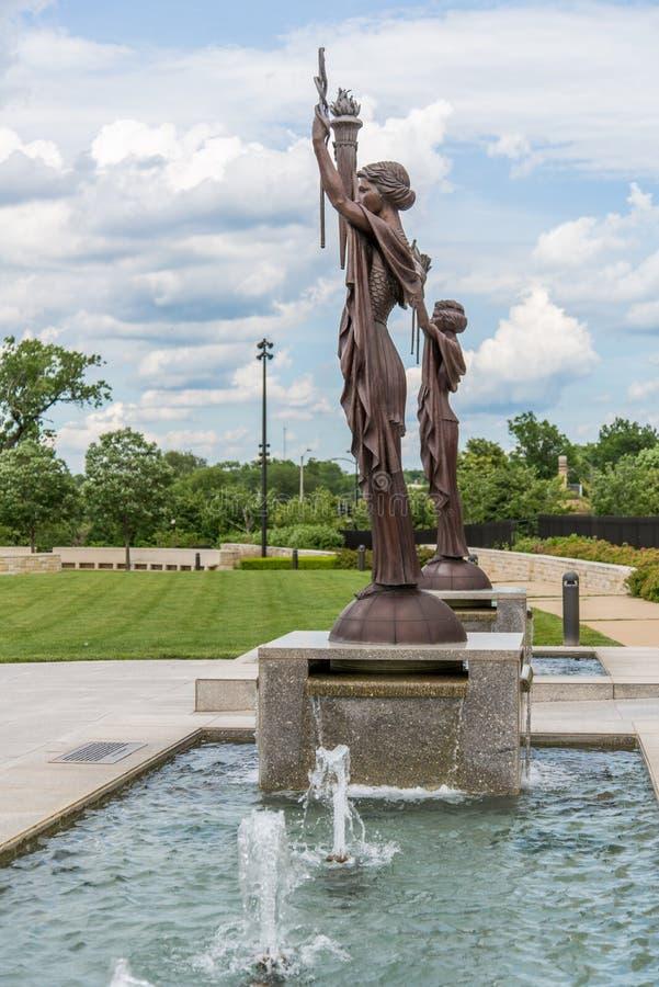 Statues de la banque fédérale de réserve à Kansas City photographie stock