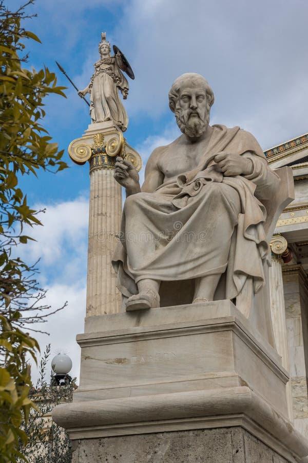 Statues de Platon et d'Athéna devant l'académie d'Athènes, Grèce image stock