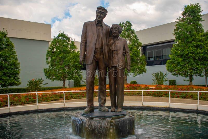 Statues de William Big Bill France et d'Anne Bledsoe Annie B France Ils ont construit le speed-way international de Daytona et on images libres de droits