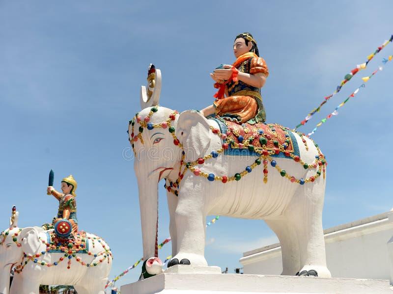 Statues des cavaliers d'éléphant, Katmandou, Népal images libres de droits