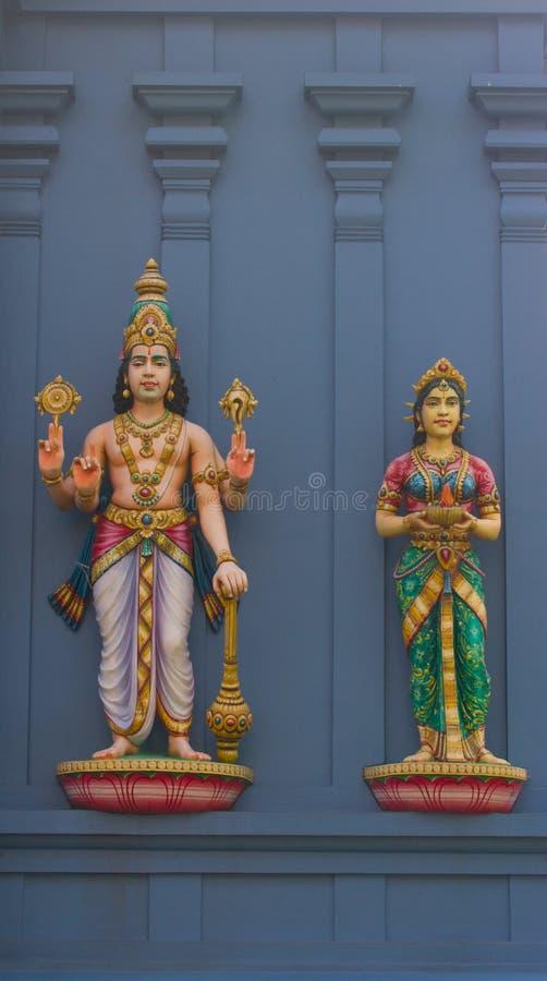Statues des dieux indous Vishnu et Lakshmi images stock