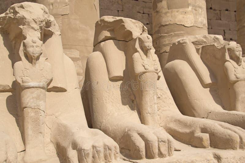 Statues des mémoires vives au temple de Karnak (Luxor, Egypte). image libre de droits