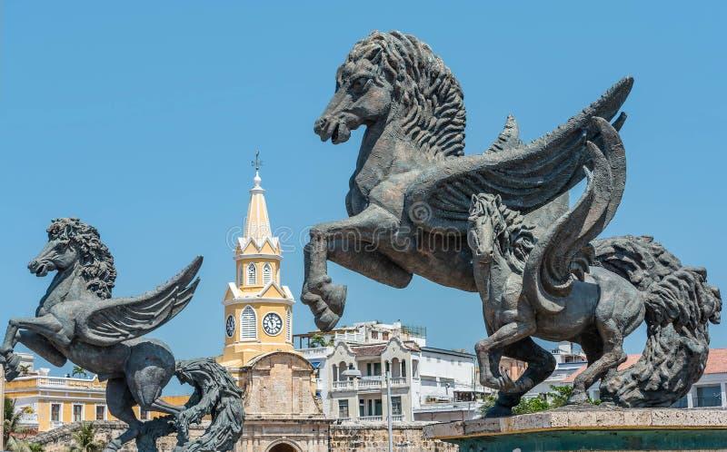 Statues devant la tour d'horloge et statues de Pegasus dans l'e photo stock