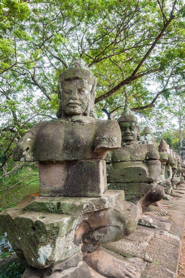 Statues du sud de pont en porte photographie stock libre de droits