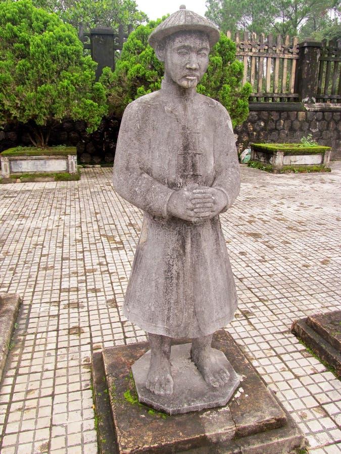Statues en tombe impériale de Khai Dinh photos stock