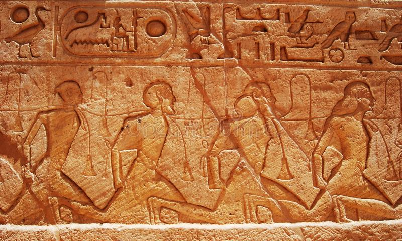 Statues et objets fa?onn?s antiques d'Abu Simbel, Egypte photo stock