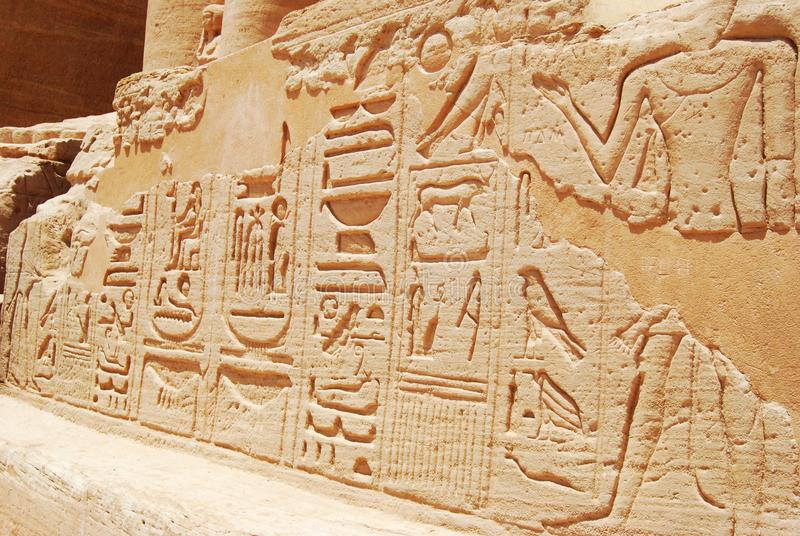 Statues et objets fa?onn?s antiques d'Abu Simbel, Egypte photographie stock
