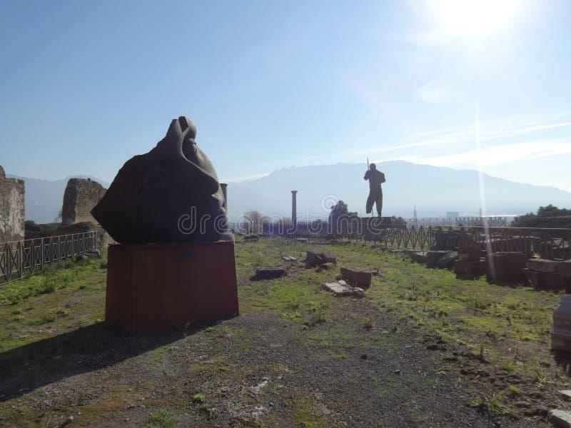 Statues modernes aux ruines de Pompeii image libre de droits