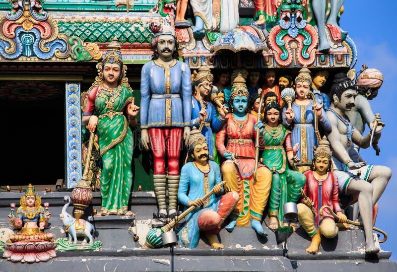Statues multicolores d'hindouisme sur le toit du Sri Mariamman image stock