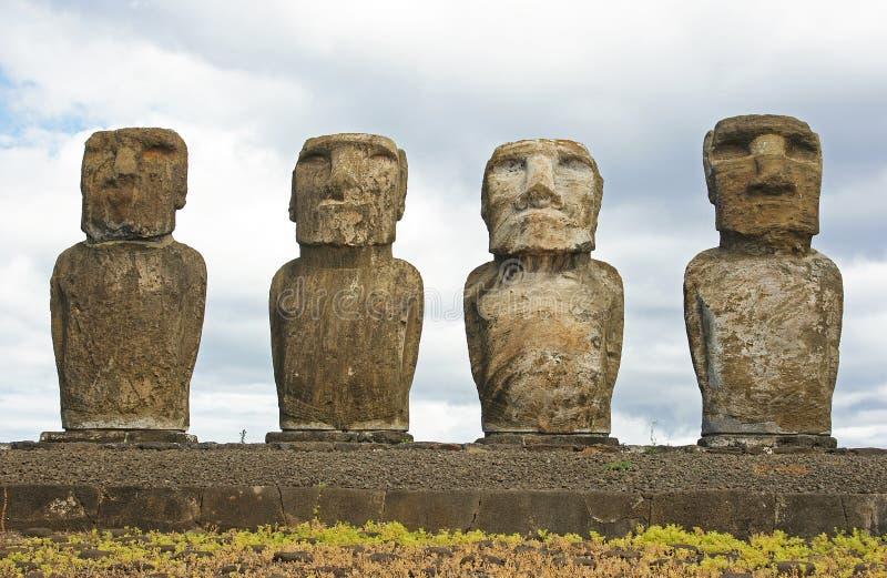 Statues sur l'île de Pâques images stock