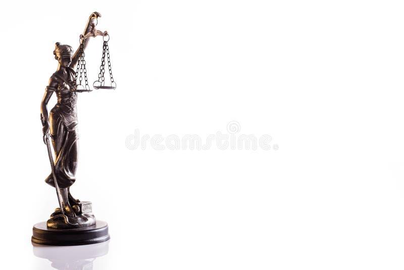 Statuetta della dea di giustizia Themis con le scale fotografia stock