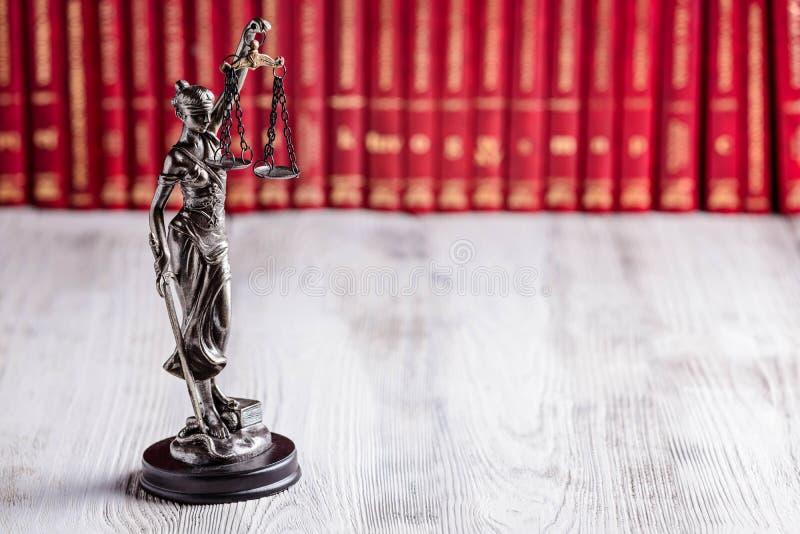 Statuette de Themis le symbole de la loi image libre de droits
