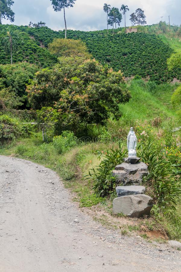 Statuette de Vierge Marie aux plantations de café près de Manizales, Colomb photographie stock