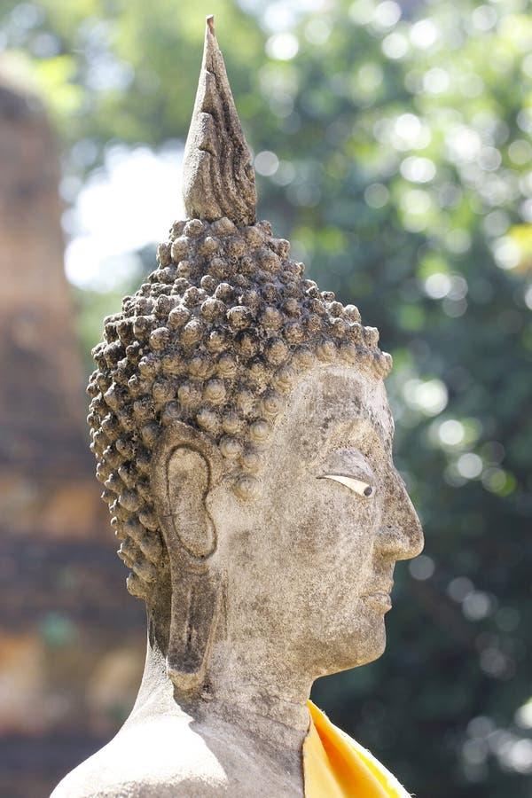 Statut haut étroit de Bouddha de tête en Thaïlande photographie stock libre de droits