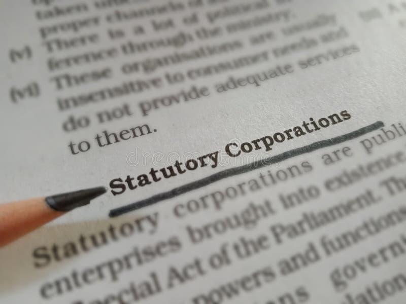 statutowe korporacje słowa wyświetlające się na artykule książki podkreślony wzorzec tekstu obrazy royalty free