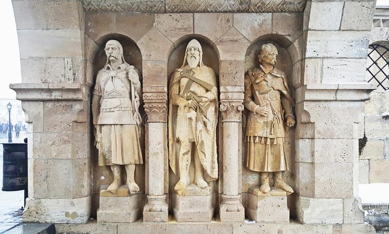 Statuy à  rpà ¡ d dynastii królewiątka przy Budapest roszują zdjęcia stock
