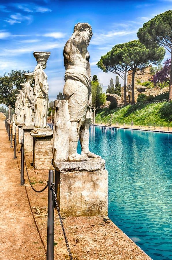Statuy Caryatides przy willą Adriana, Tivoli, Włochy obraz royalty free