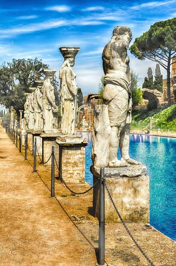 Statuy Caryatides przy willą Adriana, Tivoli, Włochy zdjęcia royalty free