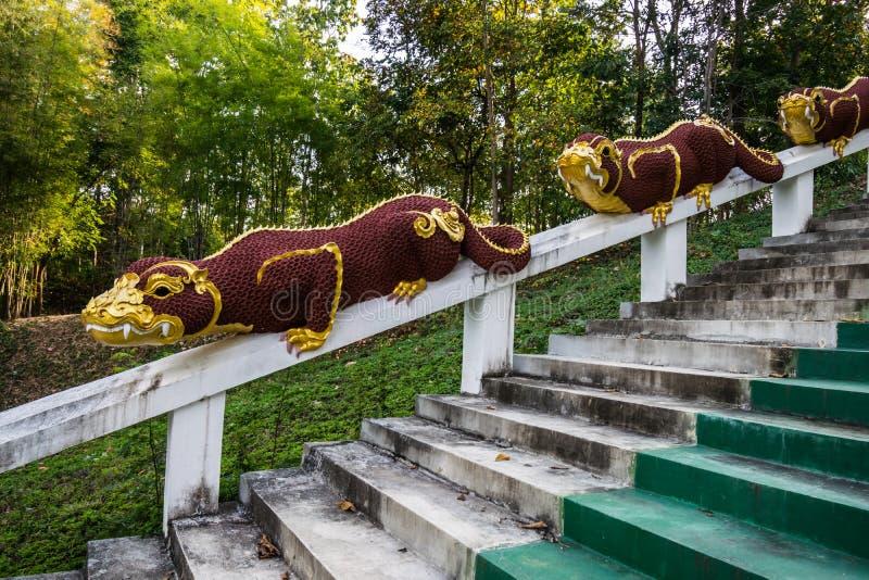 Statuy mama mityczny opiekunu zwierzę przy świątynią obraz royalty free