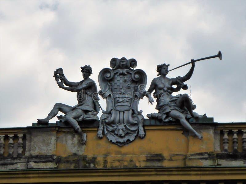 Statuy na budynku zdjęcia stock