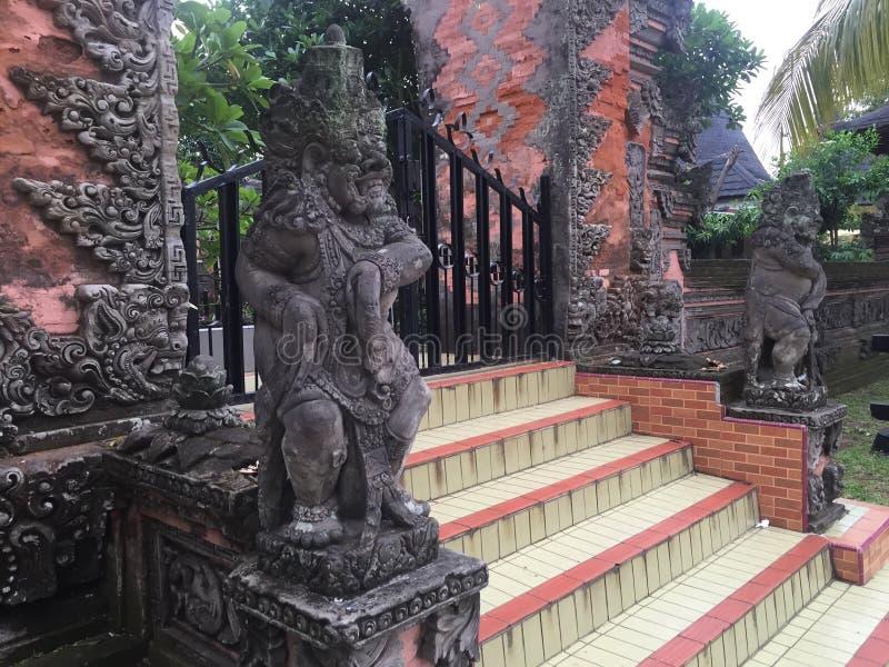 Statuy przed wejściem obrazy royalty free