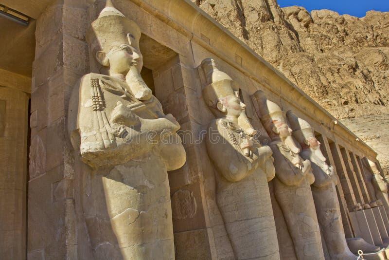 Statuy przedpogrzebowa świątynia Hatshepsut zdjęcie royalty free