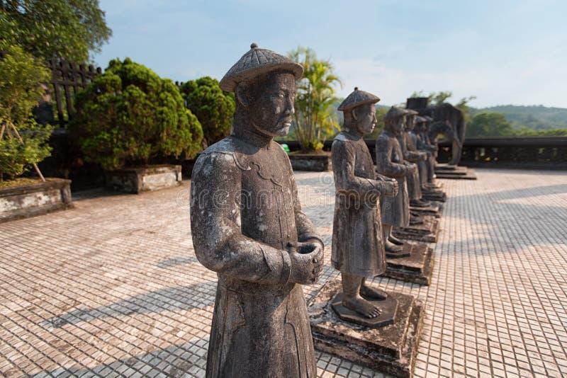 Statuy przy grobowem cesarz Khai Dinh, odcień, Wietnam obrazy stock