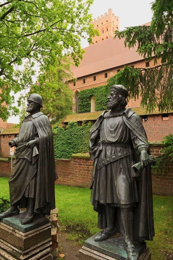 Statuy Uroczyści mistrzowie Teutońscy rycerze w Malbork kasztelu obraz royalty free