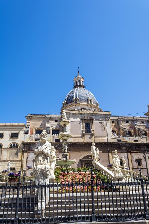 Statuy w piazza Pretoria, kwadrat wstyd przy Palermo, Sicily obraz stock