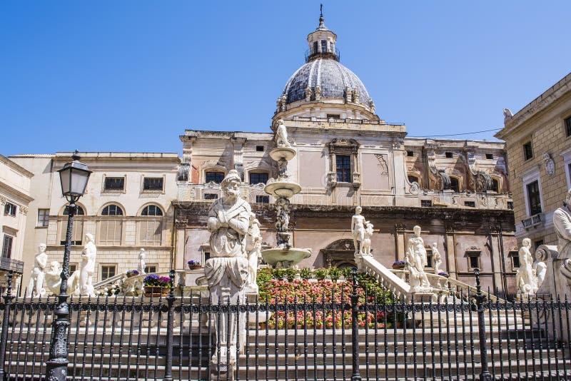Statuy w piazza Pretoria, kwadrat wstyd przy Palermo, Sicily obraz royalty free