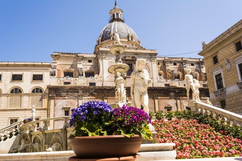 Statuy w piazza Pretoria, kwadrat wstyd przy Palermo, Sicily zdjęcia stock
