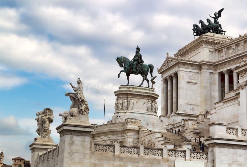 Statuy w zabytku zwycięzca Emmanuel II piazza venezia Rzymu obraz stock