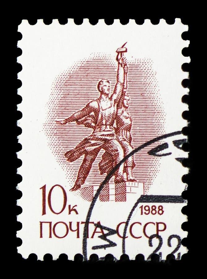 Staty ?arbetaren och den kollektiva bonden ?vid Vera Mukhina, ingen definitiv fr?ga serie 13, circa 1988 royaltyfri fotografi