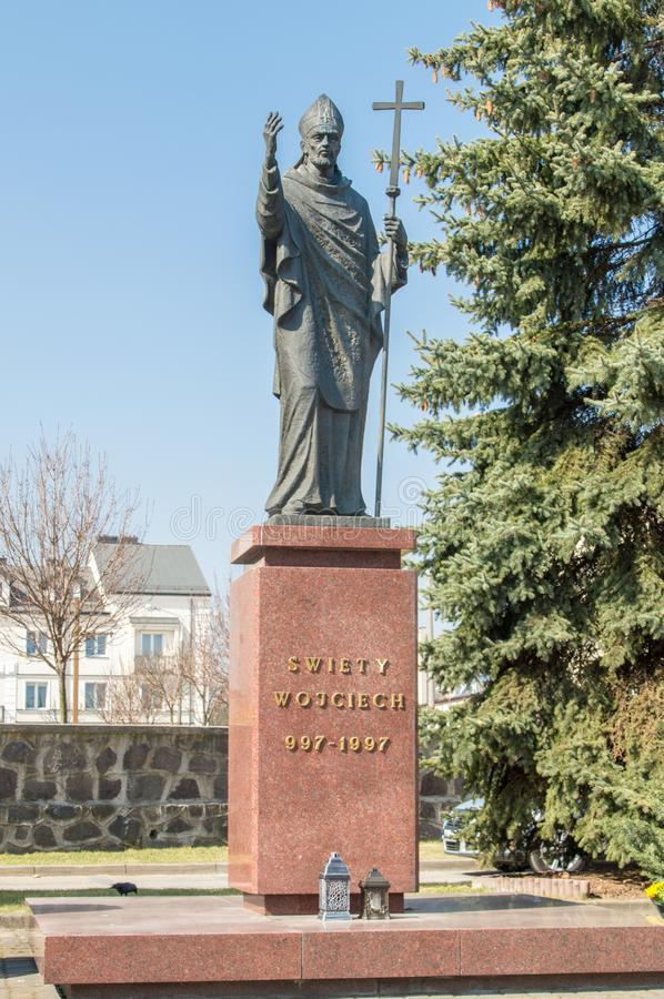Staty av Adalbert av Prague som är bekant i kontroll som Vojtech arkivfoto